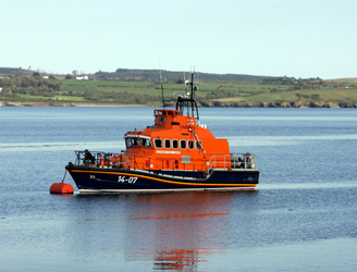 Lifeboat rescues seven from cruiser on Lough Derg