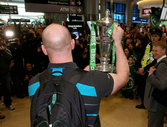 VIDEO: Ireland's rugby squad gets rapturous reception