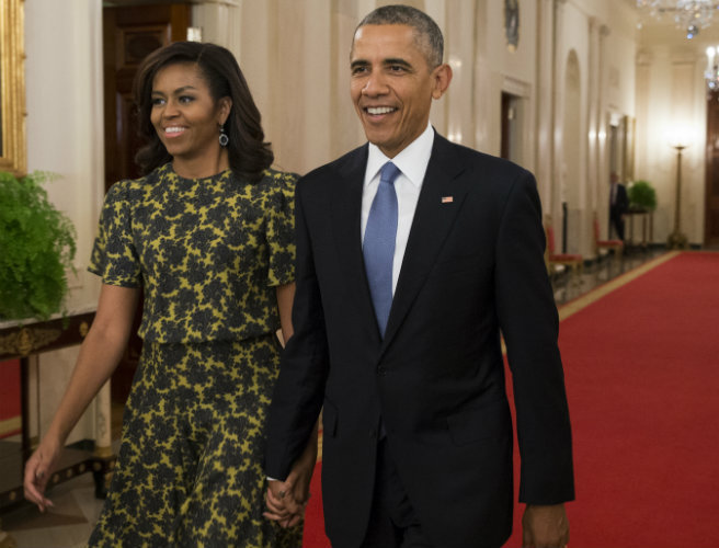 The Obamas are breaking tradition with their final White House Christmas card