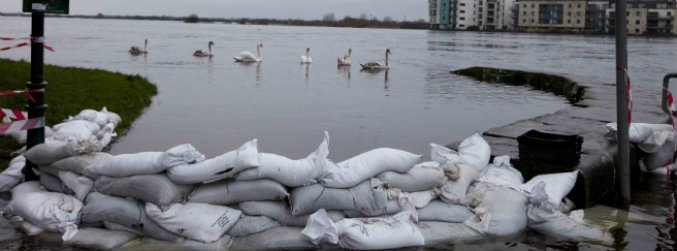 athlone, shannon, flooding, ireland, response, defence, forces, water, rain, river