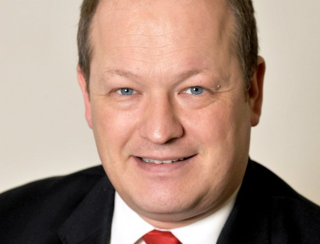 British Labour MP Simon Danczuk apologises to family after explicit texts to 17-year-old