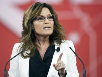 Sarah Palin endorses Donald Trump White House bid