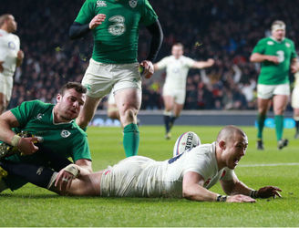 Ireland fall short in Twickenham as England keep their Grand Slam hopes alive
