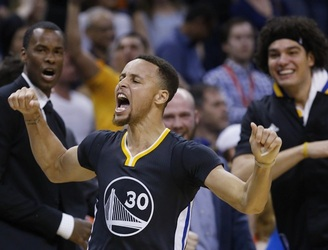 WATCH: Steph Curry was breaking records again last night with another ridiculous performance