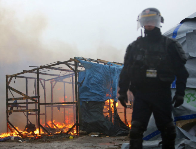 France's strongly worded Brexit warning says Calais 'Jungle' could move to the UK