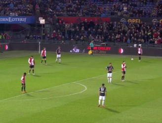 Dutch players halt match after 14 minutes to honour Johan Cruyff