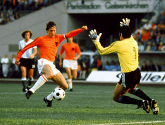 "How Cruyff became more of an ""ultimate hero"" to the Dutch than any artist, king or queen"
