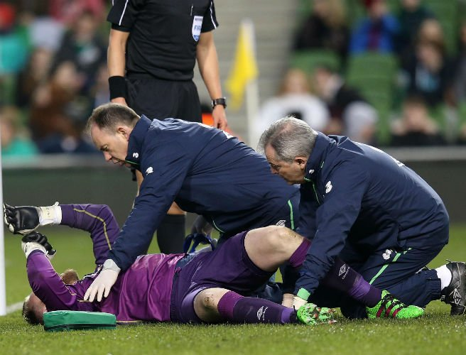 Concern for Ireland keeper Rob Elliott after potentially serious knee injury
