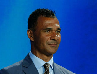Gullit signals interest in the Aston Villa job