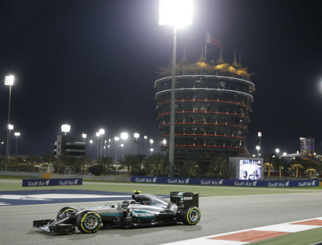 Rosberg wins in Bahrain as Hamilton's poor start costs him