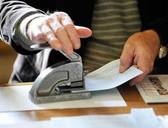 Government orders new general election polling cards