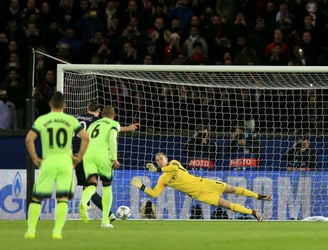 As It Happened: Fernandinho's late goal earns Manchester City a draw away to PSG