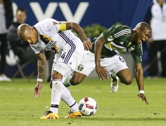WATCH: The Portland Timbers are not pleased with Nigel de Jong after dangerous tackle on one of their players