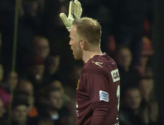 WATCH: Dutch goalkeeper gets emotional mid-match after fans applaud his deceased mother