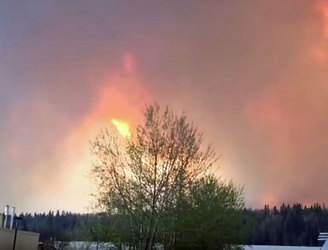WATCH: Whole Canadian city is evacuated as 80,000 people flee wildfires