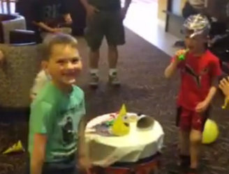 WATCH: Fort McMurray evacuees hold surprise fifth birthday party in hotel