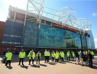 As It Happened: Old Trafford evacuated on the final day of the season