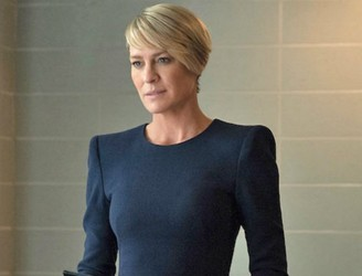 "Robin Wright fights to get equal pay in ""House Of Cards"", but TV isn't the problem"