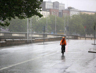 Risk of flooding as Met Éireann issues rain warning for five counties