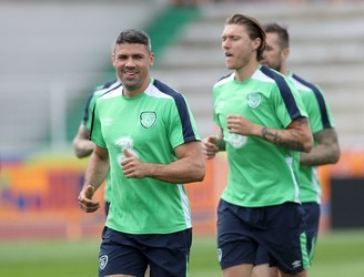 Jonathan Walters named in team to face Sweden