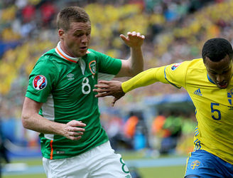 "Eamon Dunphy brands James McCarthy a ""waste of space"" and ""traffic cop"" in withering remarks"