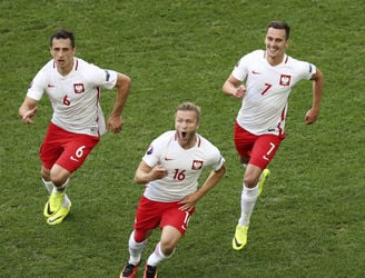 Blaszczykowski blast fires Poland into the Euro 2016 knockout stages for the first time