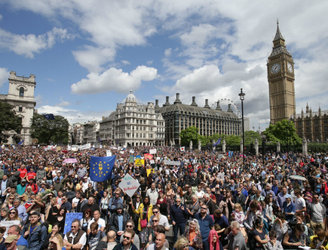 Tens of thousands march through London to protest against Brexit vote