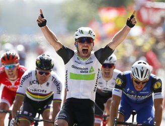 Mark Cavendish takes the yellow jersey on the opening day of the Tour de France