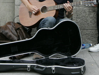 Buskers warn quality of street performers in Dublin is suffering due to regulations