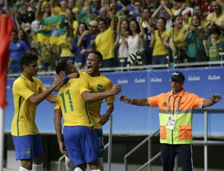 Rio Recap: Brazil reach the football quarter-finals