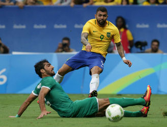 Transfer Talk: Manchester United and Chelsea join the hunt for Brazilian striker Gabriel Barbosa