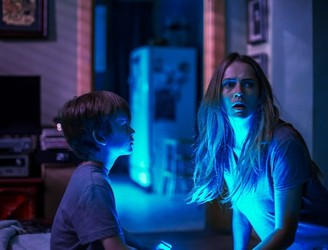 Review: One brilliant trick can't save 'Lights Out' from going flump in the night