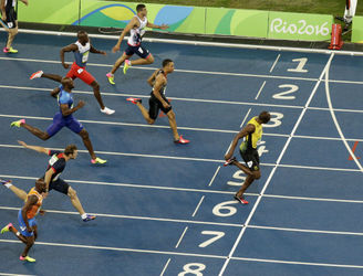 Rio Recap: Usain Bolt strolls to victory in the 200-metres final