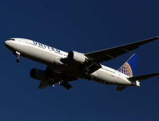 United Airlines issue apology after man dragged off plane