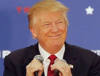 Donald Trump promises restaurant diners that 'I'll get your taxes down'