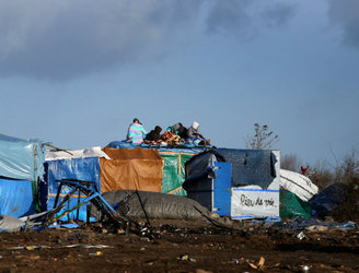 Government urged to take in Calais children