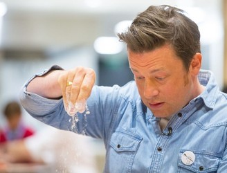 """An abomination"" - Jamie Oliver roasted in Spain for his recipe for paella"
