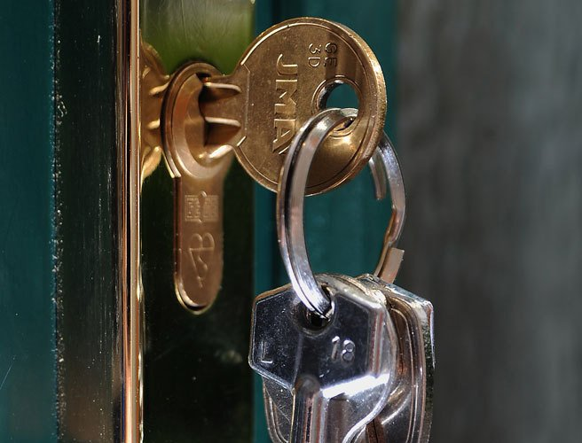 Gardaí urge caution this winter, as front doors used in 29% of home robberies