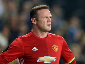 "Wayne Rooney lashes out at ""disgraceful"" reaction to late night photos"