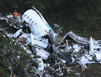 Airline boss questioned by prosecutors over Chapecoense plane crash in Colombia