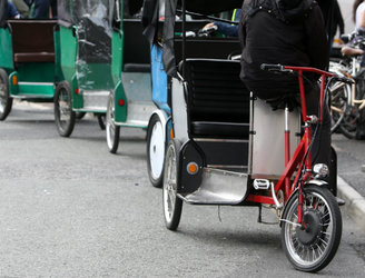 Dáil passes amendment to regulate operation of rickshaws