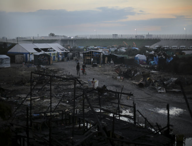 Human Rights Watch calls on the UK and France to do more for unaccompanied children from Calais