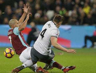 Sofiane Feghouli has controversial red card overturned