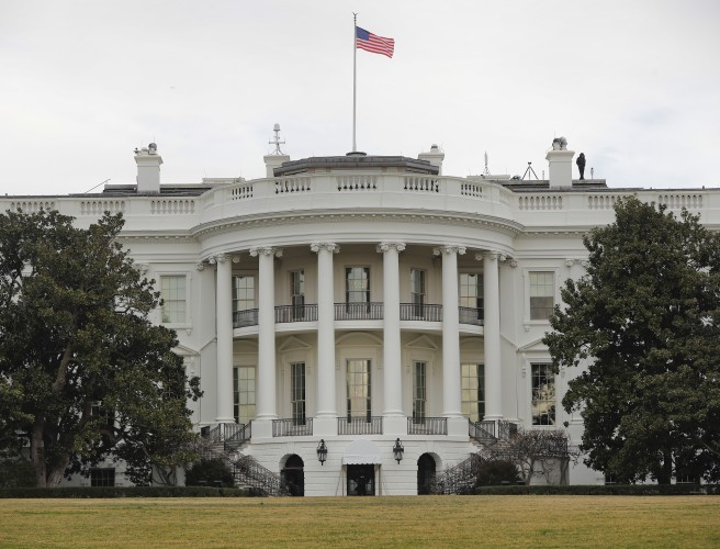 Intruder with backpack arrested at White House