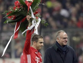 "Bayern Munich ""surprised"" at manner of Phillip Lahm announcement"