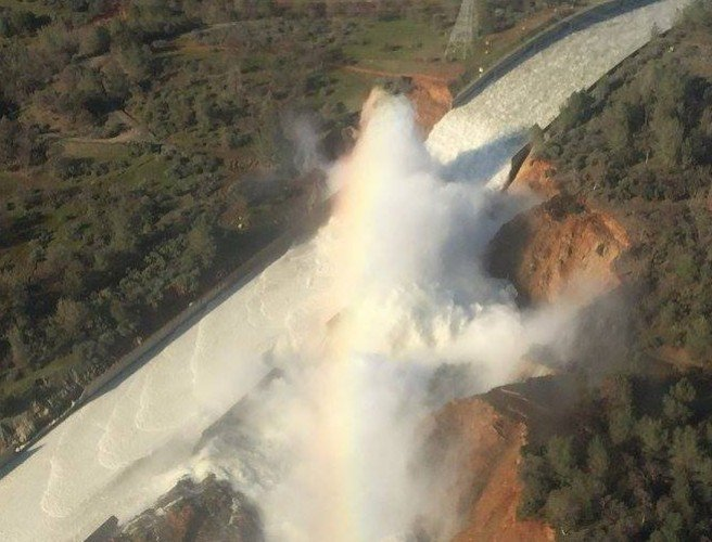 Almost 200,000 remain evacuated over California dam risk