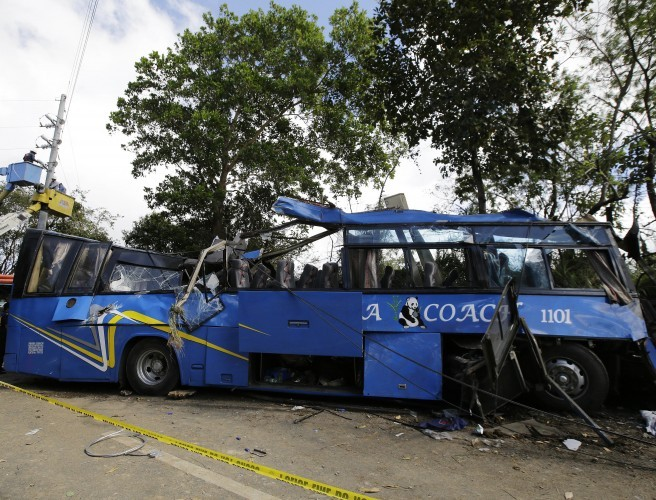 14 killed in Philippines bus crash