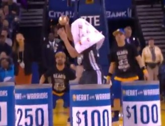 WATCH: Steph Curry wins a fan $5,000 after leaving team huddle