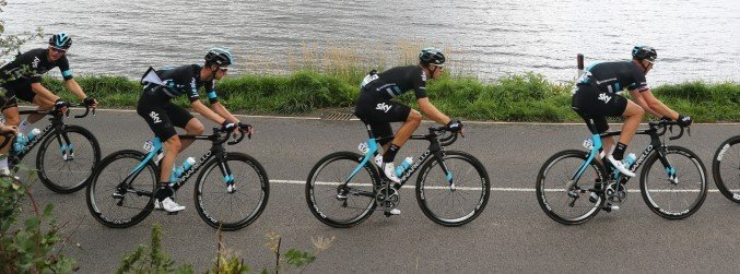 Team Sky cyclists publicly back Dave Brailsford