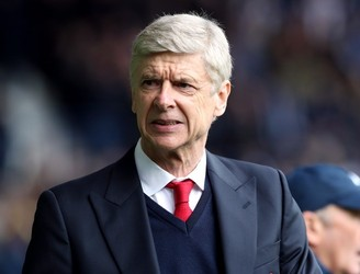 "Arsene Wenger brands PSG rumours as ""fake news"""